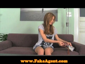 Amazing Poses With A Horny Chick At The Casting