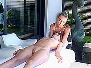 Hot Babe Got A South African Sunshine Massage