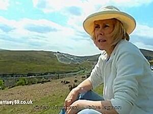 Hazel May, Vivien Goodman Goes Naked Outdoors