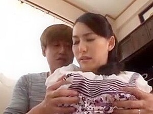 Japanese Mom Lends Belly To Help Couple