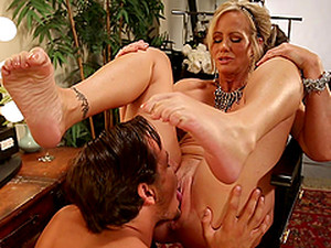 Slutty Milf Has Her Feet Worshiped Before Being Fucked