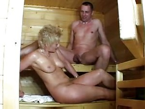 Maturelady In Der Sauna