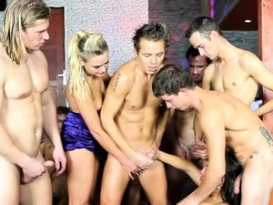 Bisexual Orgy Give Cumshots