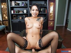 Asiatischer Porno,Schönheit,Großer schwanz,Große titten,Eigenperspektive,Tätowierung,Jugendlich