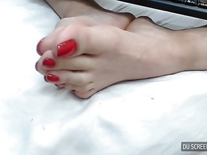 Long Red Toes Hott