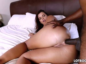 Bubble Booty Of Busty Keisha Grey For Interracial Assfuck