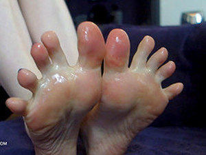 Oily Food Fetish Fun With A Close Up Of Her Sex Toes