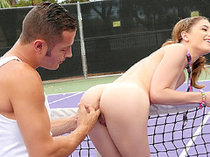Arousing Brunette Chick And The Wild Cock Riding In The Gym