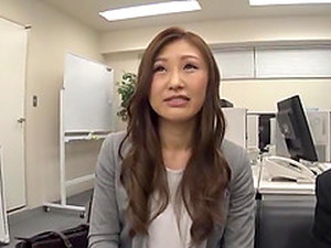 Nothing Pleases A Japanese Girl Like Sucking A Dick In The Office