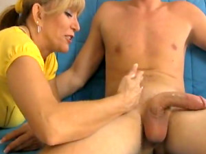 Cute Mom Is Masturbating Horny Cock