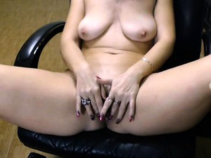 Horny Wife With Saggy Tits Finds Herself Alone And Pleases