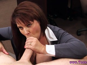 Close Up Amateur Creampie MILF Sells Her Husbands Stuff For Bail