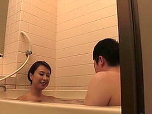 Lucky Guy Gets A Perfect Blowjob From A Perfect Babe In The Bathtub