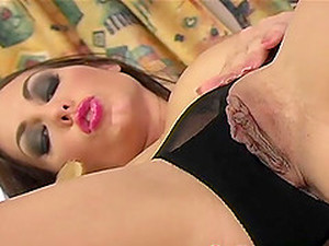 Jennifer Max Uses A Glass Dildo For An Amazing Masturbation Game