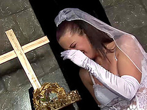 Horny Bride Tanya Cox Eating Cumshot After Her Wedding