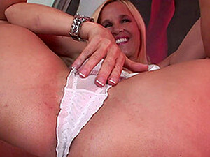 Close Up Blowjob And A Mouth Full Of Cum For Blonde Totally Tabitha