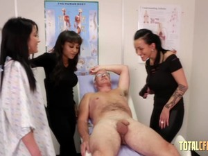 Old Gyno Gets Handie From Three Sluts