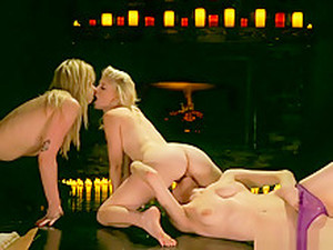 Lesbian Girlfriends In Pussylicking Threesome