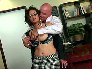Jessica Bangkok Gets That Asian Pussy Worked Nice And Hard