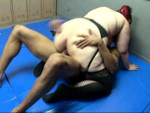 Chubby Chick Gets Her Pussy Stretched By A Muscled Dude In A Ring