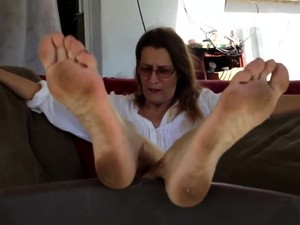 Tanned Busty Brunette With Foot Fetish Doing Footjob