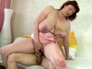 Hairy Pussy And Fucking Skills Of This Milf Are Fascinating For This Guy