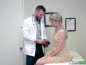 Blonde Vienna Rose Gets Fucked And Cum Sprayed At The Doctors Office