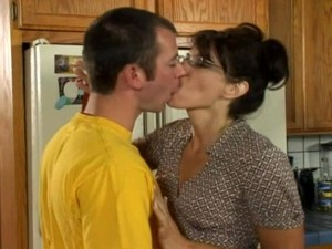 Sexy Housewife In Glasses Fucked Hardcore In Her Kitchen