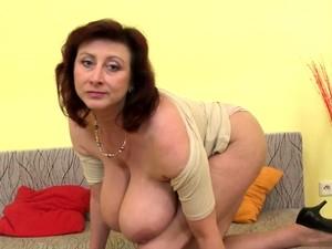 Brunette Milf Dildo With Cumshot