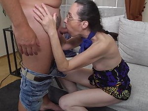 Skinny Mature Mom Fucks White Daddy