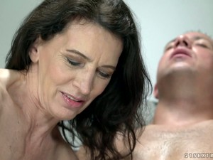 Lusty Cougar Viol Is Actually Still Good At Working On Strong Boner Cock