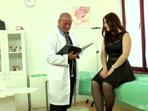 Magnificent White Young Chick In Sexy Lingerie Seduces A Doctor In His Office
