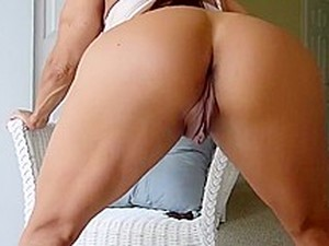 Sexy Cougar With Big Clit 2x