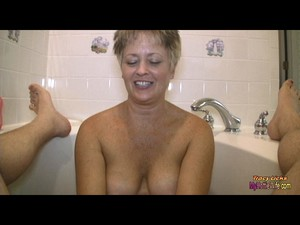 Tracy Licks....Gives Soapy Cook Jerking In Bathtub