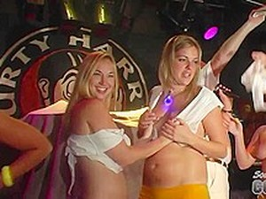 Girls On Vacation In Key West Doing A Wet T-Shirt Contest And Getting Naked - SouthBeachCoeds