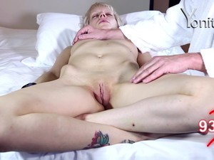 Short Haired MILF Dandelion Gets Her Pussy Stroked While Sleeping