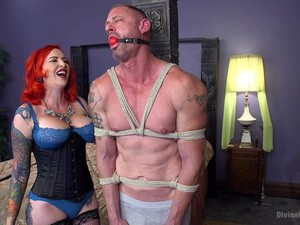Redhead Mz Berlin Gets Her Pussy Banged By Her Lover On The Bed