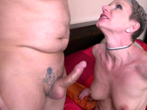Short Haired Mature Amateur Granny Clarice Fucks In Stockings