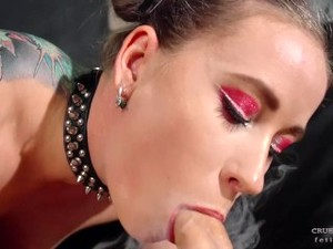 Sexy Babe Give Smoking Blowjob On The Leather Couch
