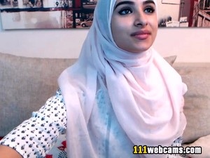 Amateur Beautiful Big Ass Arab Teen Camgirl Posing In Front Of The Webcam