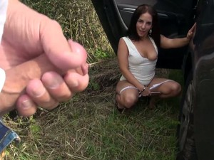 Kinky Quite Bootyful Brunette Avril Dance Gets Fucked In The Car