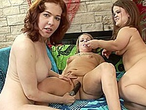 Two Preety Midgets Into A Lesbian Threesome