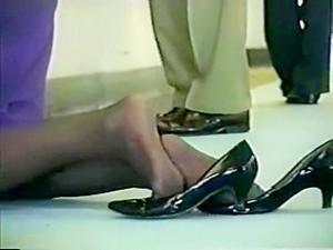 Hostess Nylon Shoeplay Soles On Knees