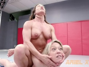 ARiel X Bounces Her Pec Muscle For Dee Williams And Flexes On Her