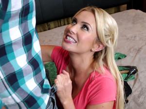 Playful Blonde Babe Gigi Allens Gives Blowjob To Ryan Driller