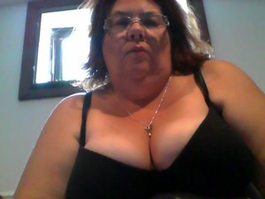 Horny BBW Fucks Her Ugly Twat On A Web Camera