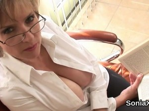 Cheating British Milf Gill Ellis Exposes Her Massive Boobs