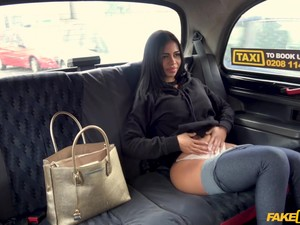 Stunning Brunette Enjoys Good Fuck With Taxi Driver In The Car