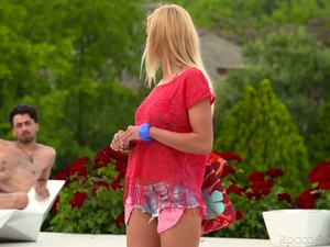 Deepthroat Outdoors Is Given By Really Voracious Blondie Tina Ray