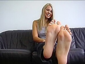 Monique First Foot Show